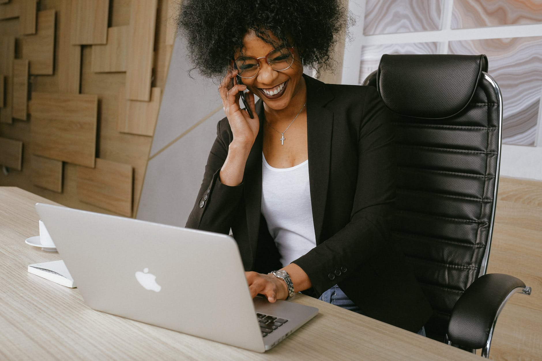 lady_successful_telemarketing_campaign